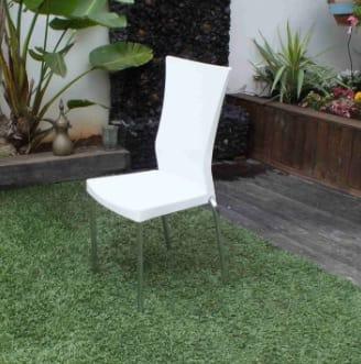 כסא ללבן רגלי ניקל להשכרה