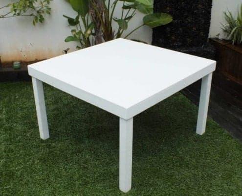 שולחן לבן להשכרה 120ָX120