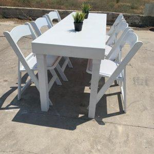 שולחן לבן גובה סטנדרט להשכרה