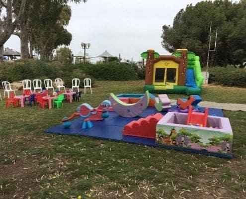 מתנפחים וגימבורי בפארק בתל אביב ליד האוניברסיטה