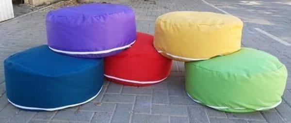 פופים ישיבה צבעוניים