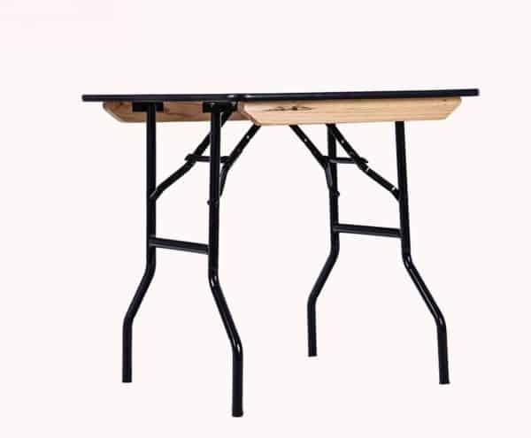 שולחן מרובע להשכרה 1