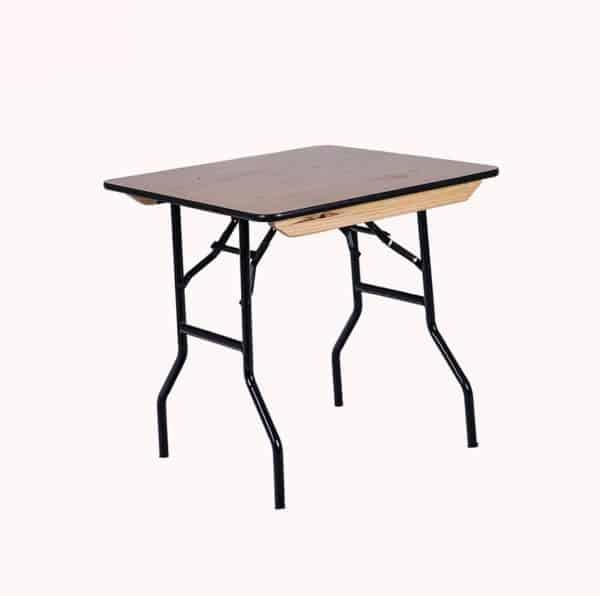 שולחן מרובע להשכרה